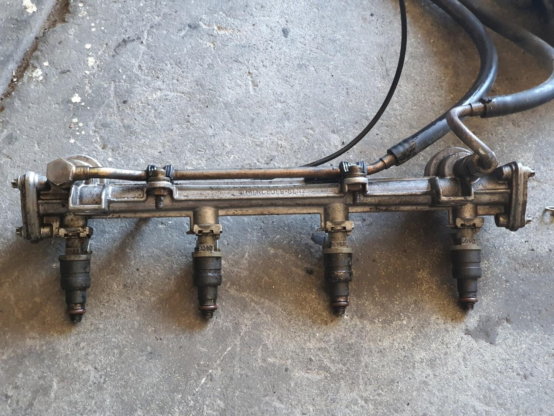 Mercedes-Benz Fuel Rail With Injectors (M111)