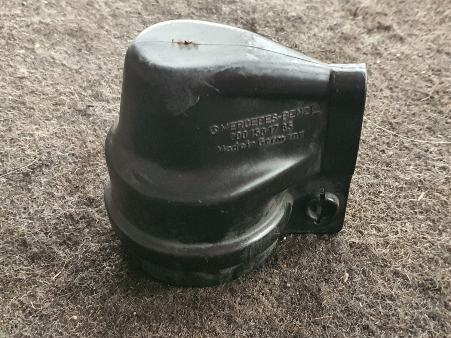 Mercedes-Benz W123 200 Ignition Coil Protective Cap