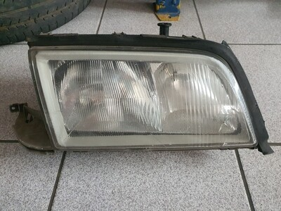 Mercedes-Benz Right Pre-facelift Headlight with chip (W202)
