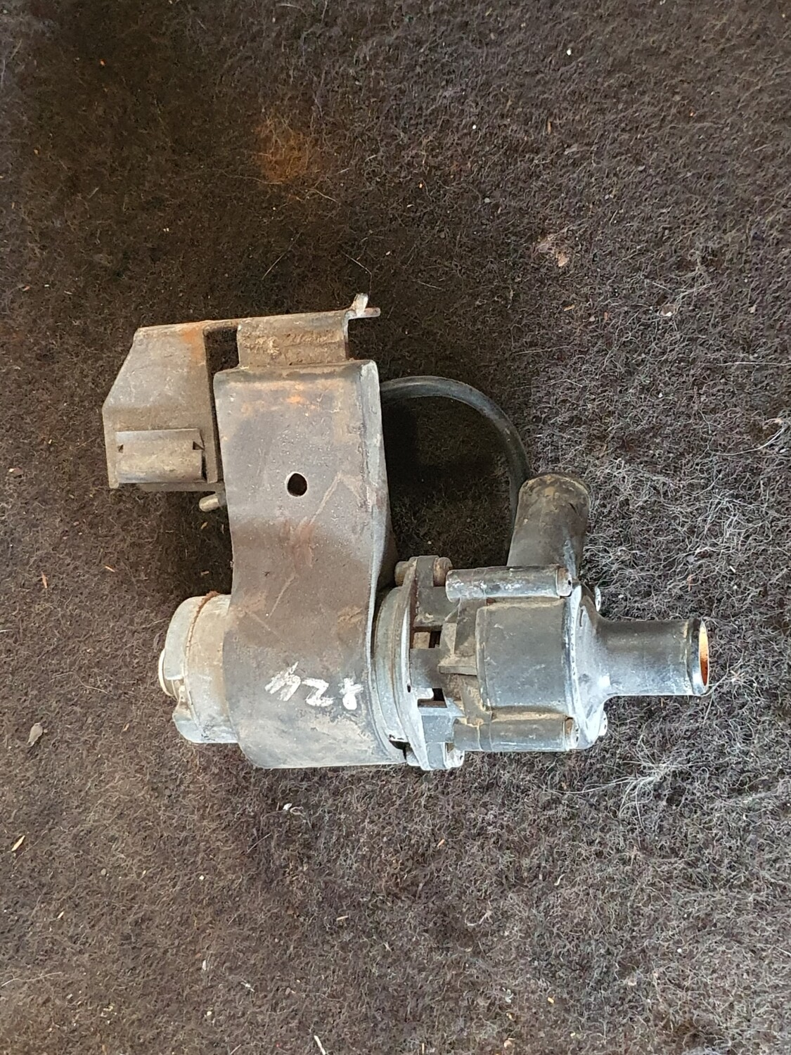 Mercedes-Benz Auxillary Water Pump (W124)