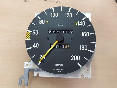 Mercedes-Benz Speedometer With Working Odometer (W123 200/230E)