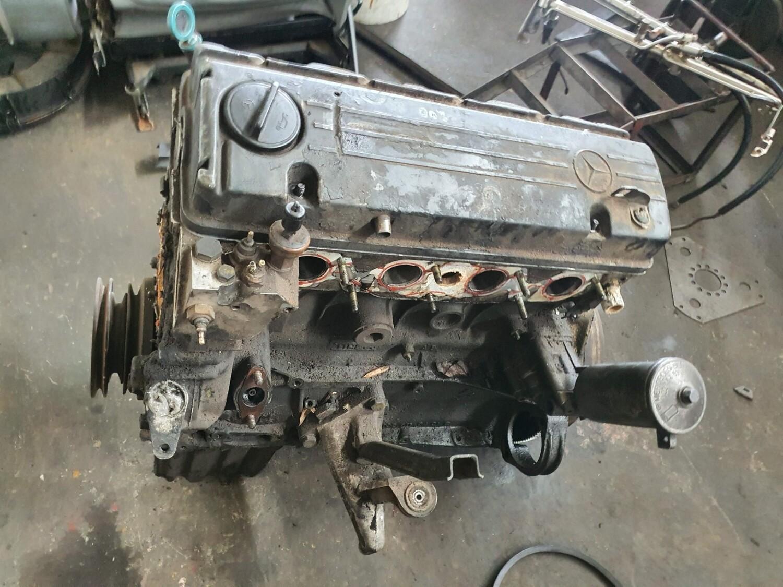 Mercedes-Benz M102 200 Engine