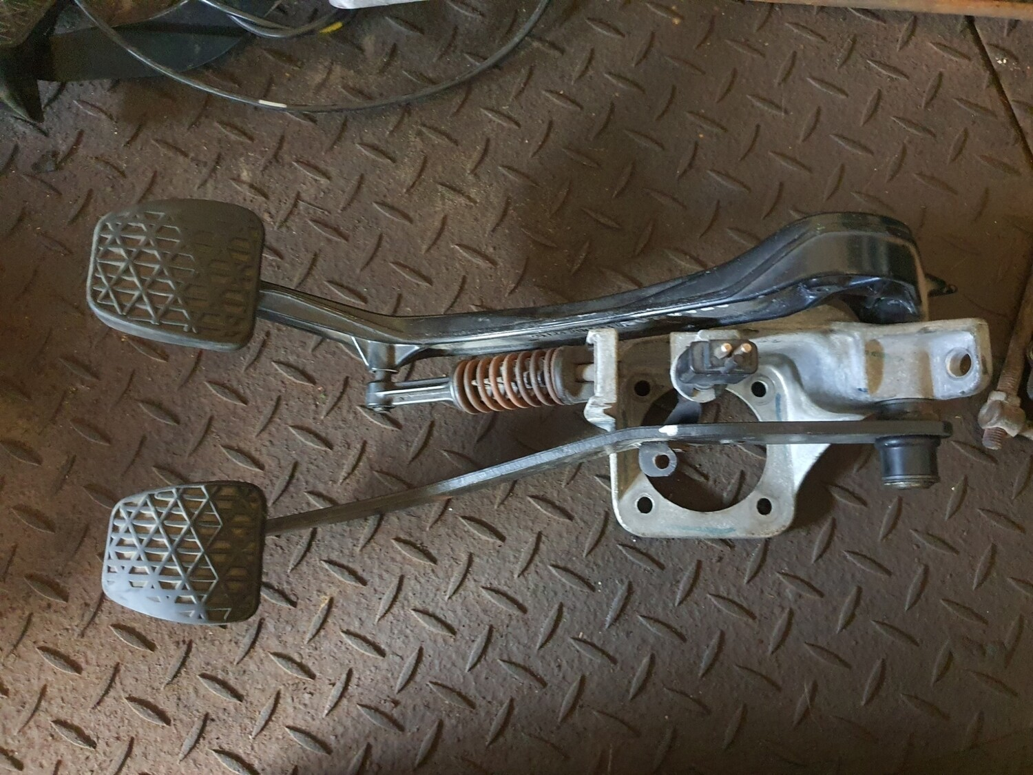 Mercedes-Benz Clutch And Brake Pedal Assembly (W124/W201/R129)