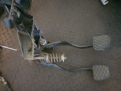 Mercedes-Benz Clutch And Brake Pedal Assebly (W108)
