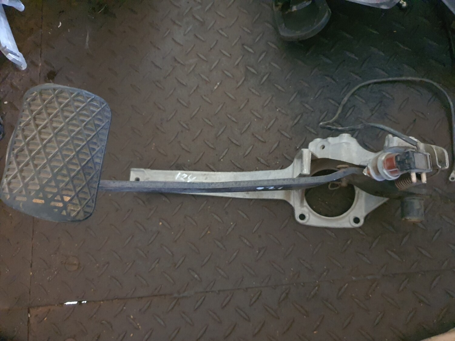 Mercedes-Benz Automatic Brake Pedal Assembly (W126)