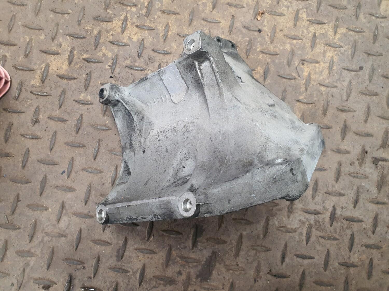 Mercedes-Benz Engine Mount Bracket (W126 300SE M103)