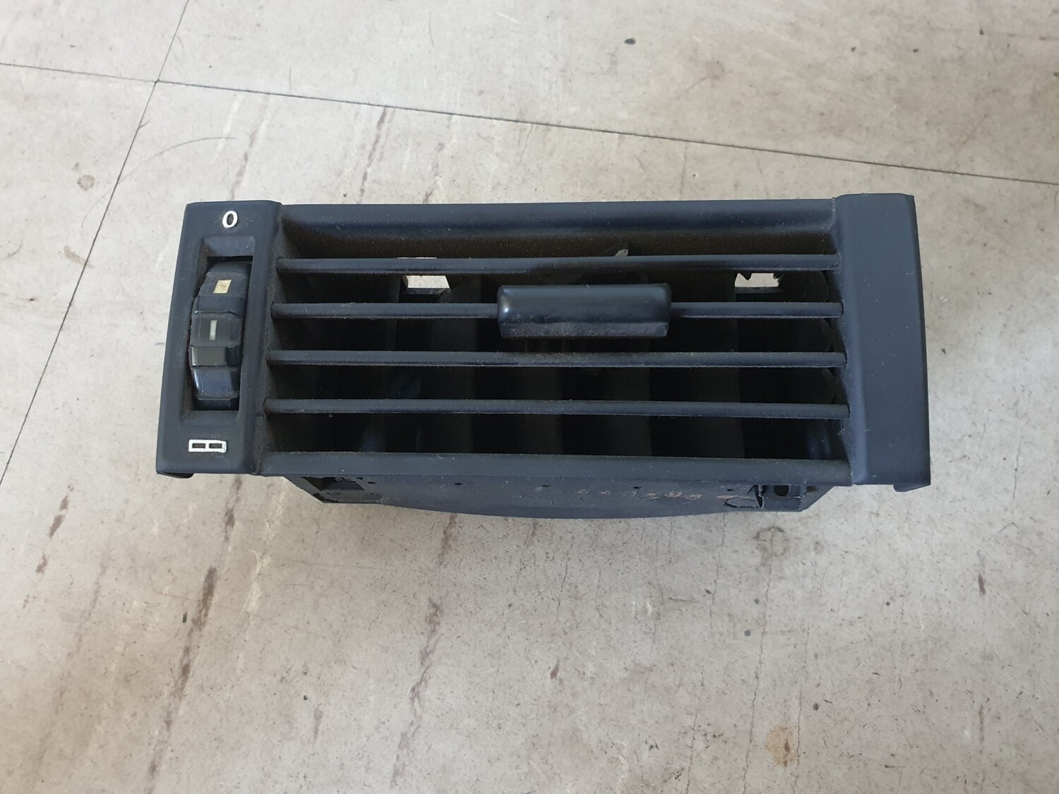 Mercedes-Benz Side Air Vent (W124)