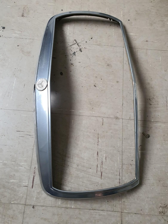 Mercedes-Benz Grill Surround (W123)