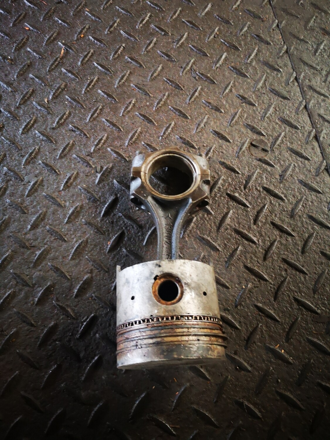 Mercedes-Benz Piston With Conrod (M130)