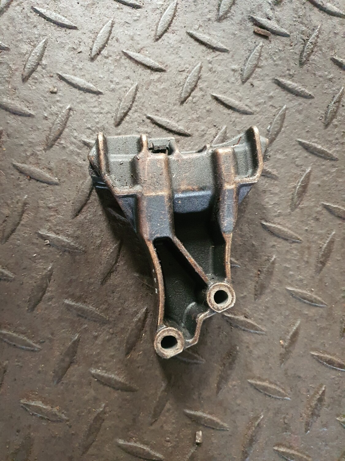 Mercedes-Benz Timing Chain Bracket (M111)