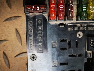 Mercedes-Benz SAM Unit Relay Fuse Box (W202)