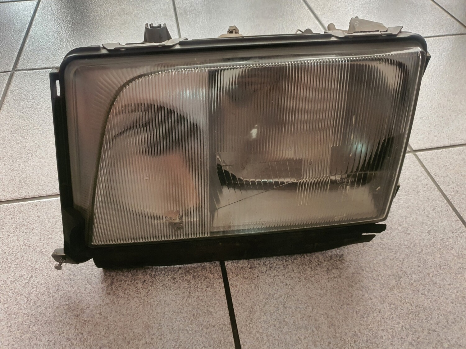 Mercedes-Benz Left Facelift Headlight With Chip (W124)