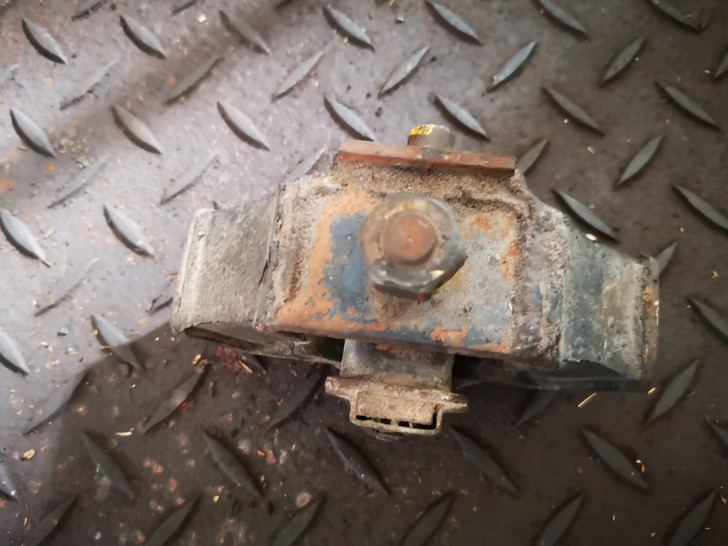 Mercedes-Benz Gearbox Mount Automatic (W124)
