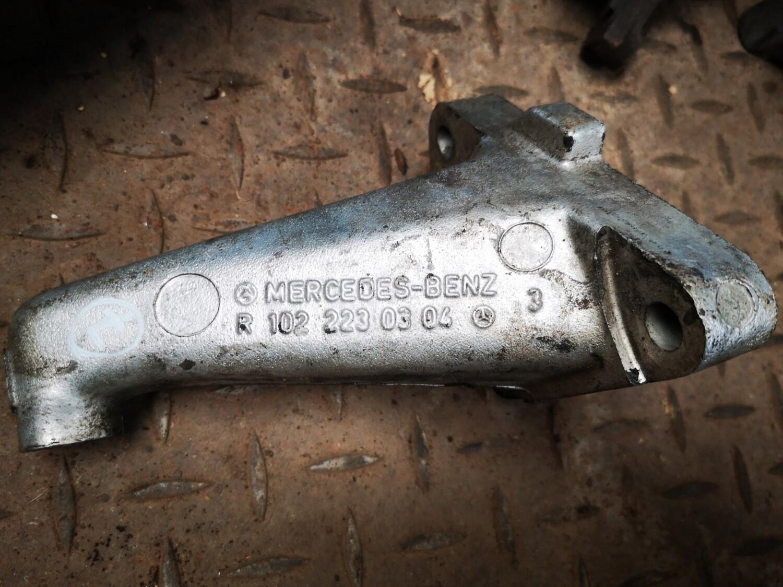Mercedes-Benz Engine Mount Bracket Right (W123)