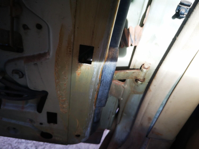 Mercedes-Benz Left Rear Door Stop (W126)