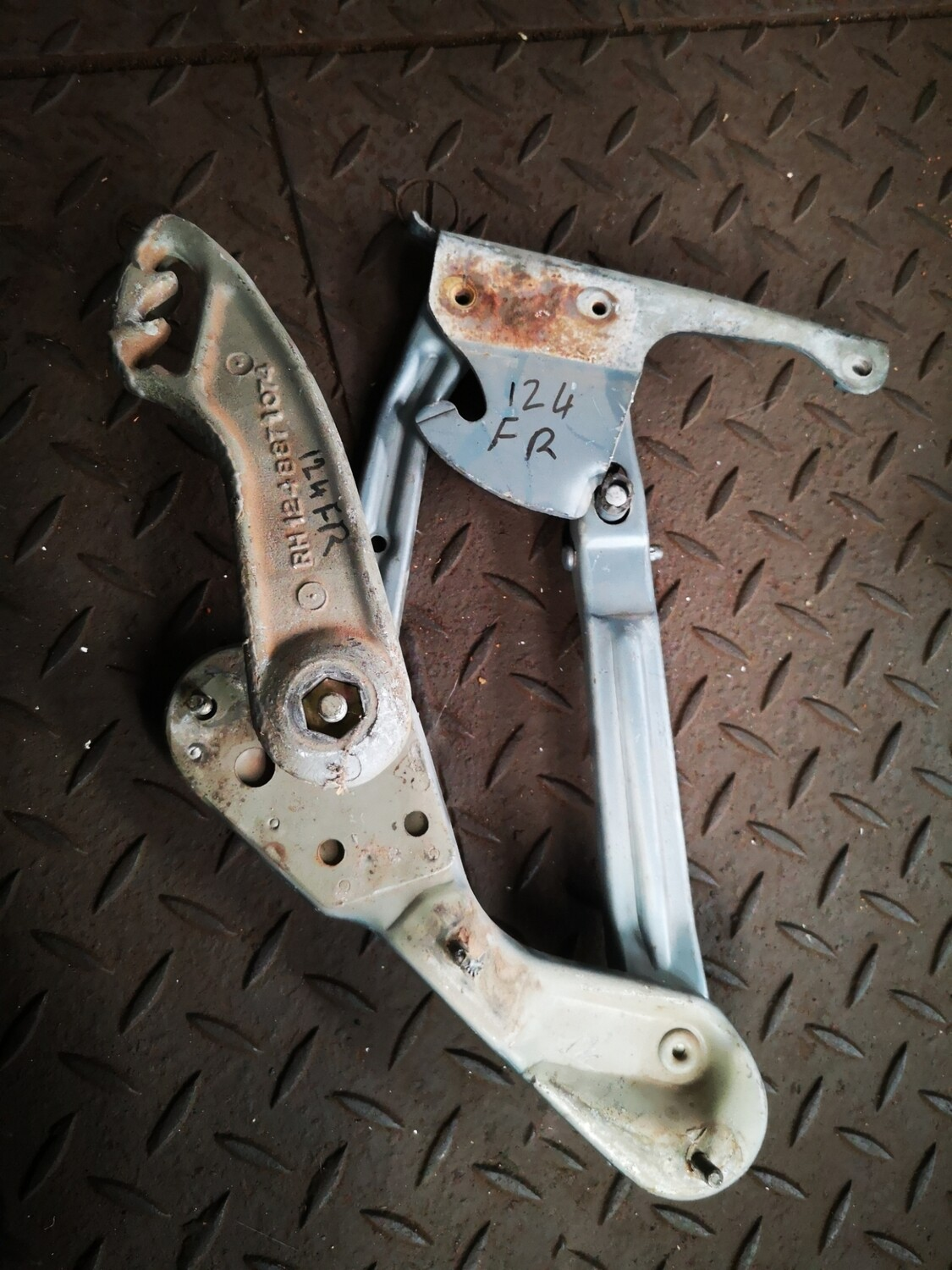Mercedes-Benz Bonnet Hinge and Spring Right (W124)