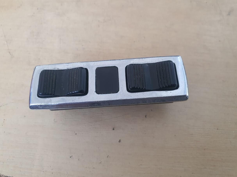 Mercedes-Benz Right Window Switches (W116/107/W114/W115)