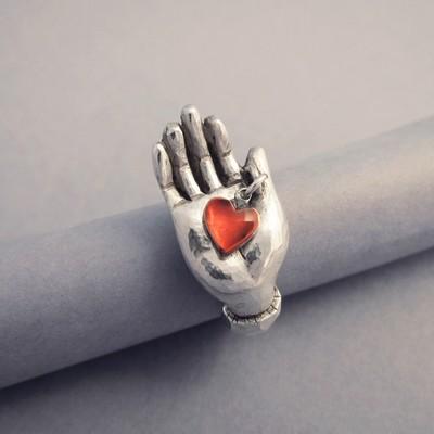 Bague Le coeur sur la main