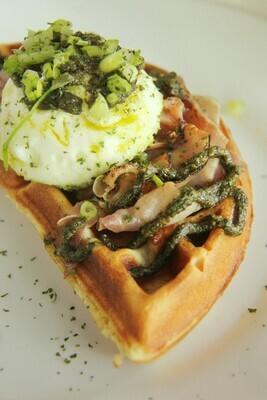 GREEN EGGS & HAM   (1/2 waffle)