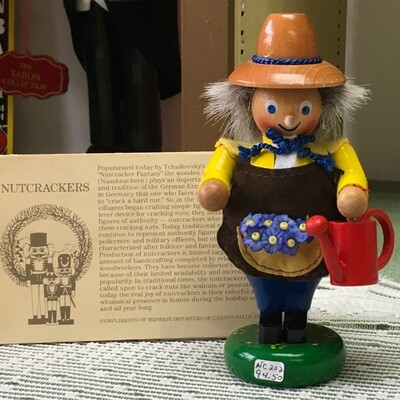 NC 202 Mini Gardener Nutcracker