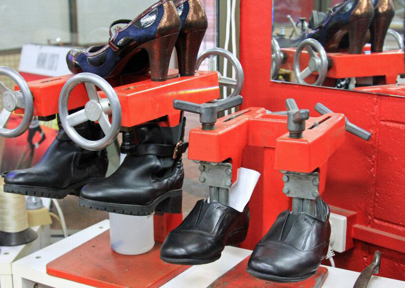 Shoe Boot Stretching Expanding Service