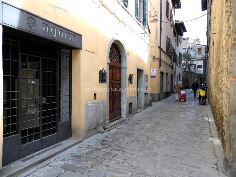 CITTA' DI CASTELLO. Locale commerciale di 80 mq in centro storico
