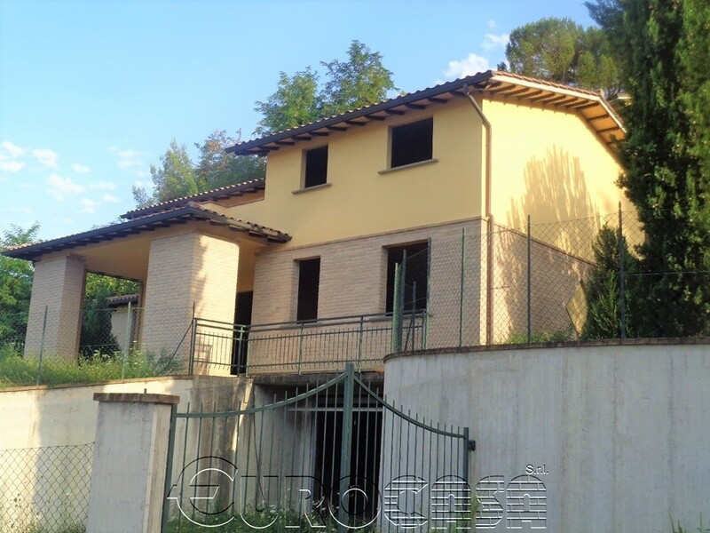PRETOLA. Villa indipendente di 310 mq di nuova costruzione con 2500 mq di giardino