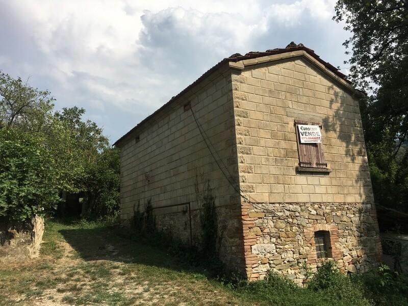 PREGGIO. Abitazione rurale di 100 mq con ampio terreno