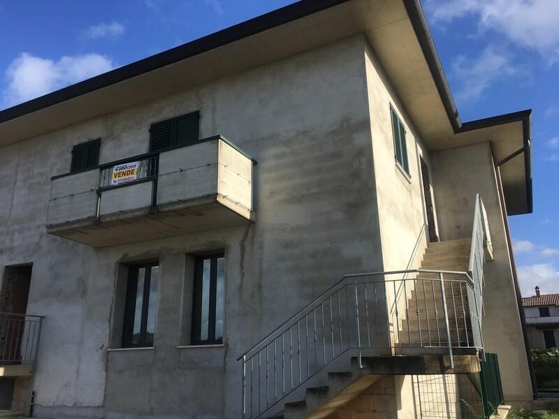 CINQUEMIGLIA. Appartamento nuovo di 130 mq con  ingresso indipendente