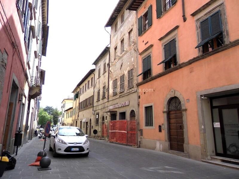 CENTRO STORICO. Intera palazzina indipendente risalente al XV secolo