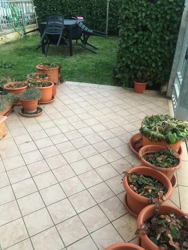 CINQUEMIGLIA. Appartamento indipendente seminuovo con taverna e giardino