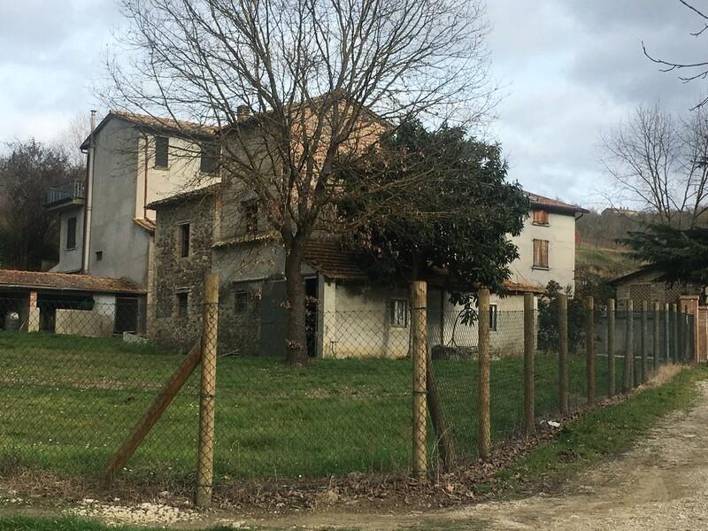 CALZOLARO. Porzione di caseggiato rurale di 270 mq, parzialmente ristrutturato, con terreno privato ed ulteriore cubatura