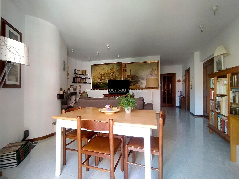 FUORI LE MURA. Appartamento di 85 mq in piccola palazzina