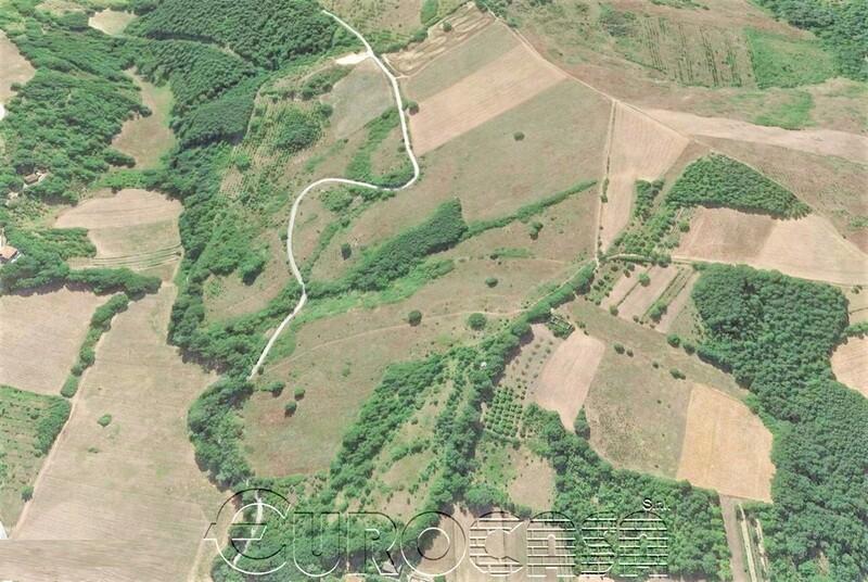 GUBBIO. Podere rurale con casa padronale di 300 mq, vari annessi e terreno di 32 ettari