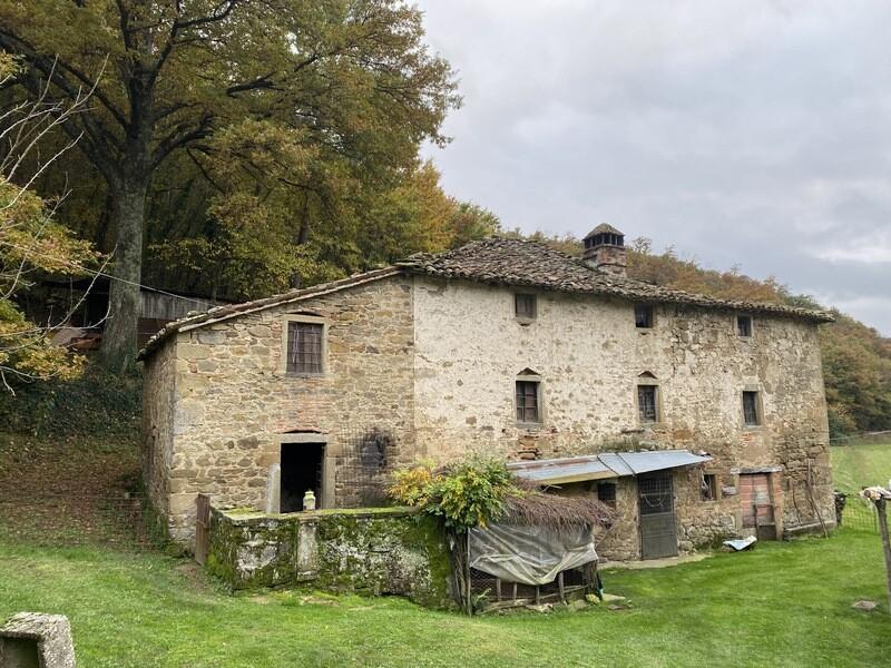 VOLTERRANO. Casale in pietra di 200 mq da ristrutturare