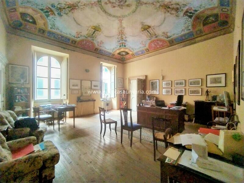 CENTRO STORICO. Ufficio di 100 mq in palazzo storico di Corso V. Emanuele