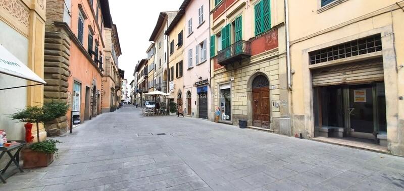 CENTRO STORICO. Locale commerciale di 26 mq in Corso V. Emanuele