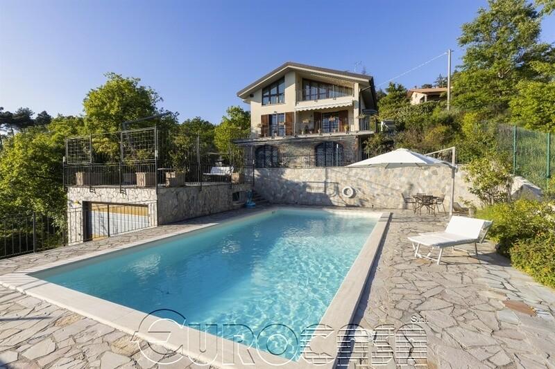 LAGO TRASIMENO. Villa con piscina, parco e panorama sul lago