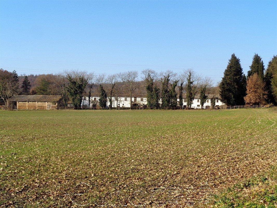 TERNI. Azienda agraria di 100 ha seminativi con ampia fattoria