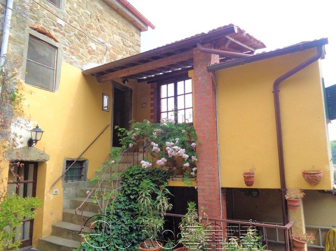 LISCIANO NICCONE. Casetta indipendente con giardino in loc. Crocicchie