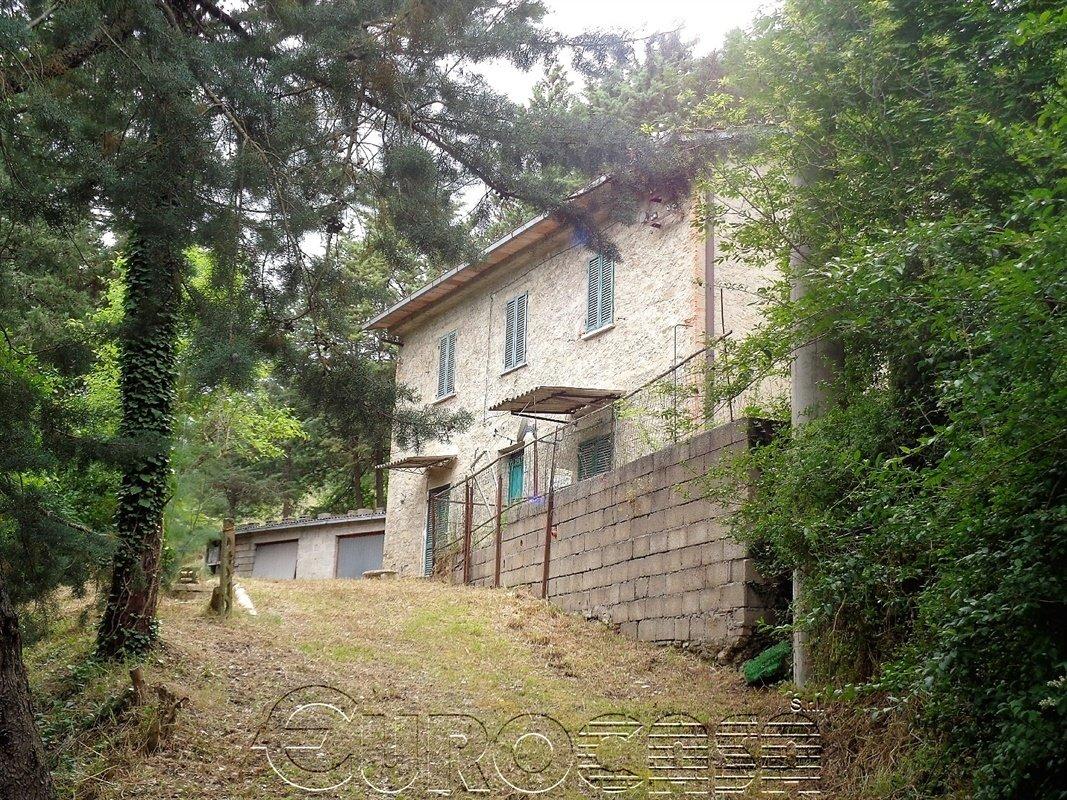 CAMPOREGGIANO. Casa bifamiliare di 120 mq con ampia corte
