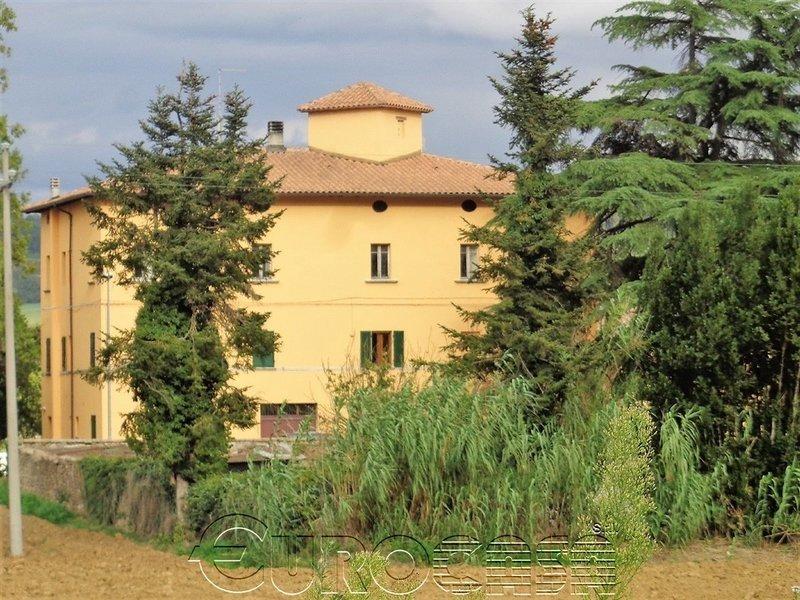 MONTECASTELLI. Antico Monastero con 5 appartamenti e corte privata