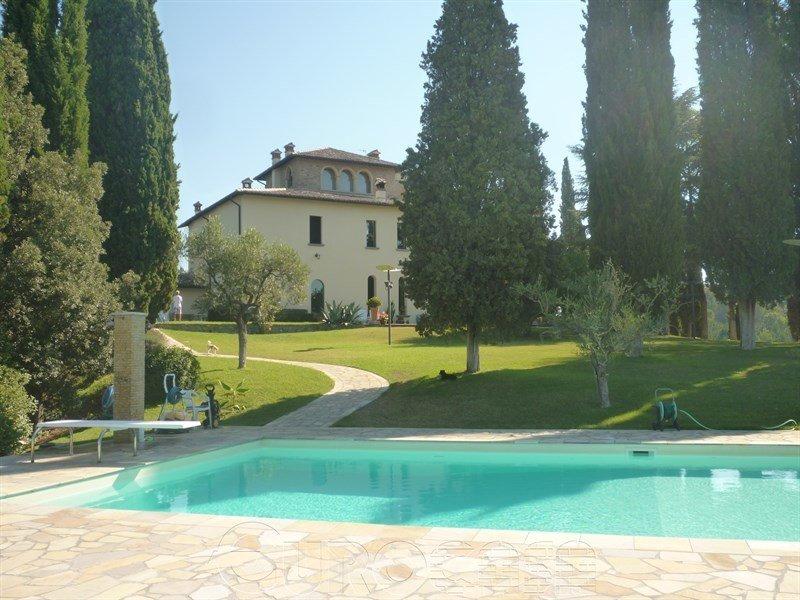CITTA' DI CASTELLO. Villa signorile di 650 mq con parco