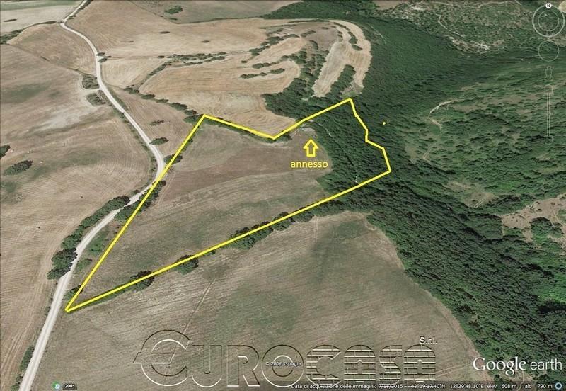 GUBBIO. Terreno di 2,70 ettari con annesso