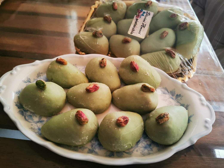 Delizie con mandorle e pistacchio