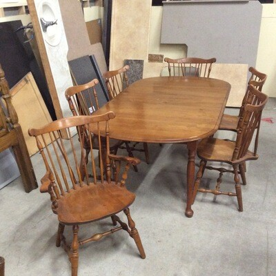 Colonial Style Dining Room Table/Chairs Set