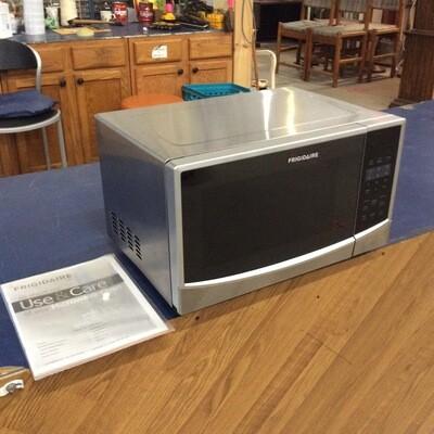Frigidaire 900 Watt Countertop Microwave
