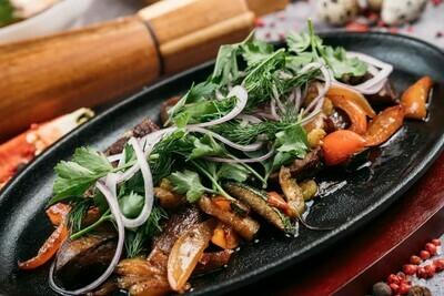 Жаркое из сердечек индейки с овощами