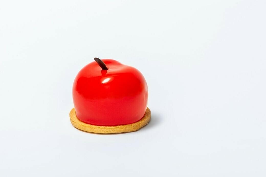 Муссовое пирожное Нереальная вишня