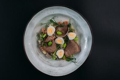 Салат на манер Оливье с языком и перепелиными яйцами
